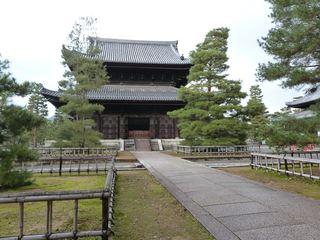 003-0 仏殿と四派の松_R.JPG