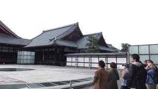 010菊の門から.JPG