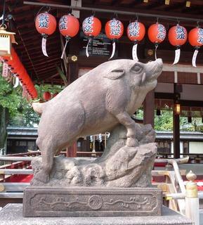 護王神社狛いのしし1.JPG