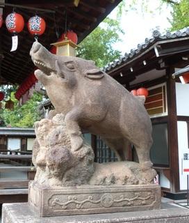 護王神社狛いのしし2.JPG