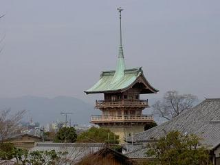 25 祇園閣遠景。大倉喜八郎の想いがいっぱいつまっています。鉾頭は鶴!.jpg