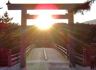 �@ 宇治橋 大事なのは太陽ではなく、橋の真ん中のライン.jpg
