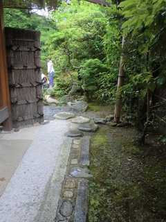 お庭へ.JPG