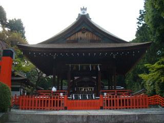 建勲神社拝殿と本殿.JPG